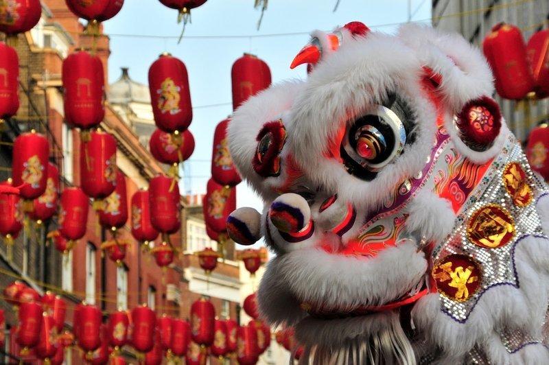 La danza del Leone durante il capodanno cinese