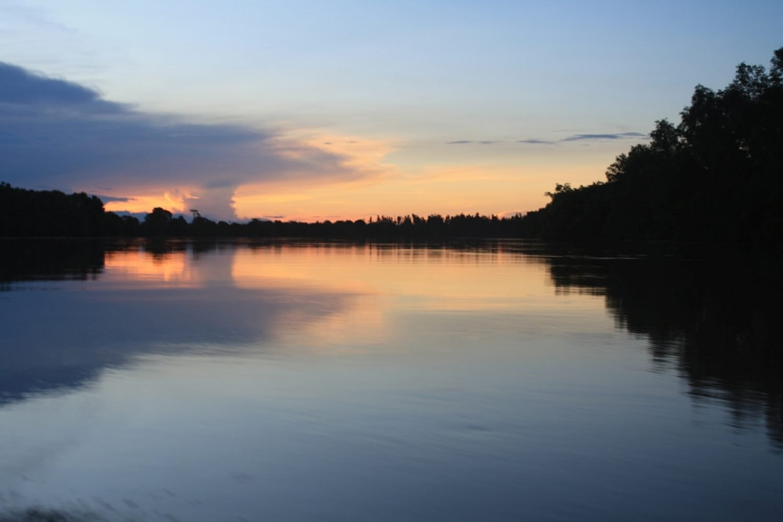 alba sul fiume Kinabatangan