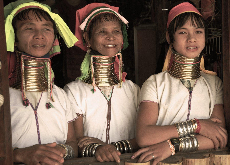 Donne della tribù Kayan in Thailandia e Myanmar