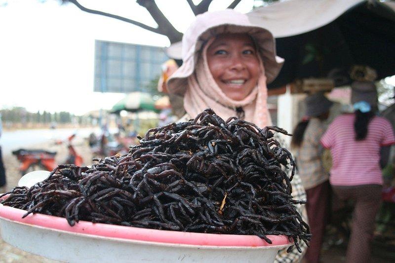 Le tarantole fritte in Cambogia sono alcuni cibi bizzarri del Sud Est Asiatico