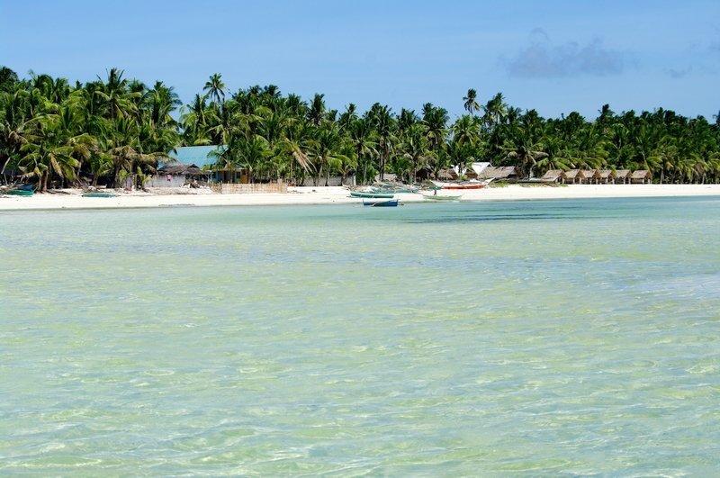 Una spiaggia bianca sull'isola di Bantayan nelle Filippines