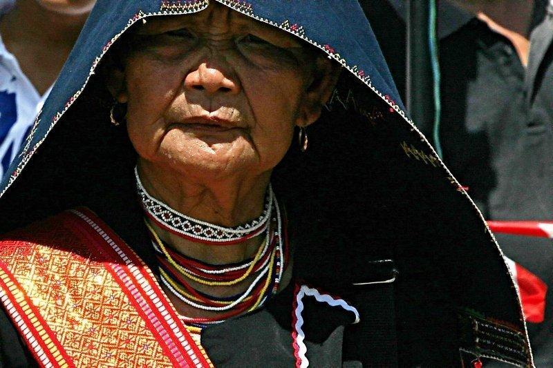 Donna in abiti tradizionali durante il Festival del Kaamatan in Sabah