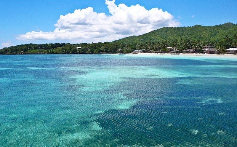 Mare turchese dell'Isola di Siquijor nelle Filippine
