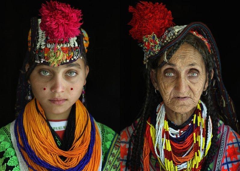 Donne della tribù dei Kalash in Pakistan