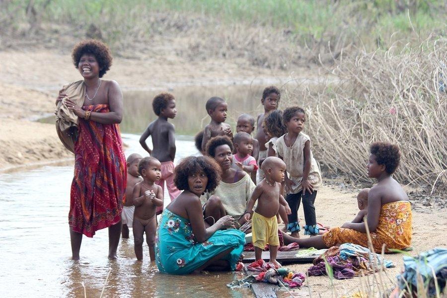Famiglia di Aboringeni della Malesia a Taman Negara