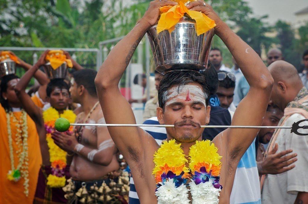 Rituali durante il Festival Thaipusam a Kuala Lumpur