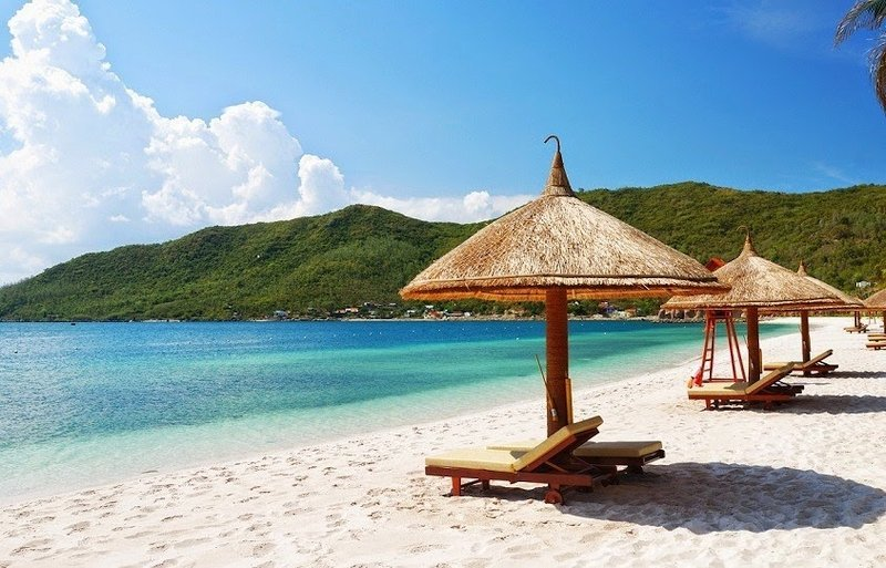 La spiaggia Nha Trang in Vietnam in un giornata soleggiata