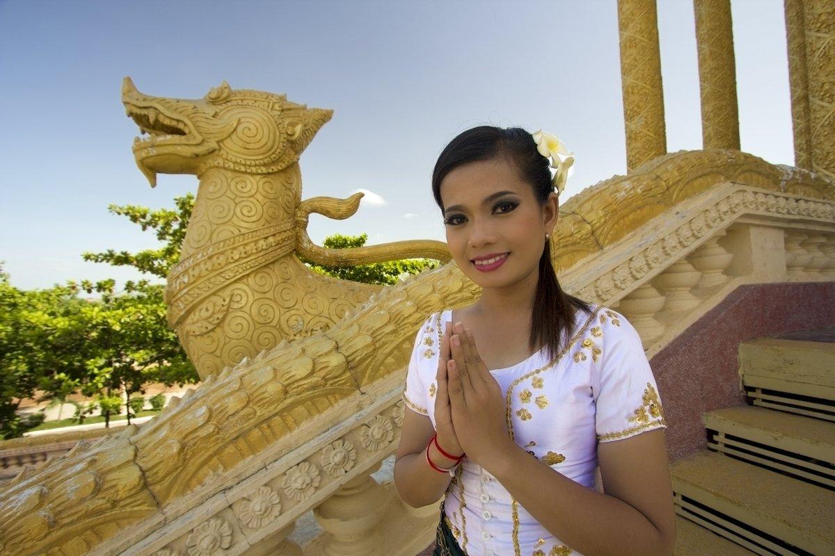 Ragazza Thailandese al tempio