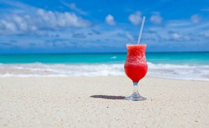 10 migliori cocktails da bere in spiaggia