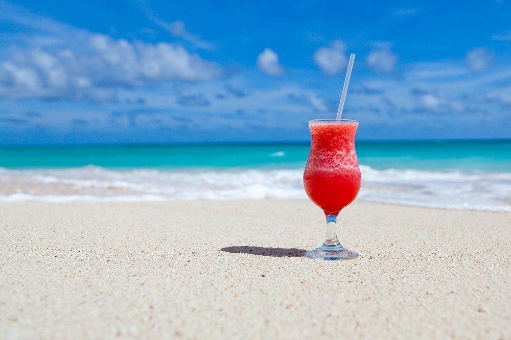 Un cocktail da bere in spiaggia