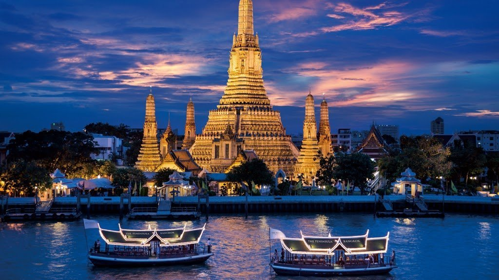 Barche sul fiume a Bangkok, Thailandia