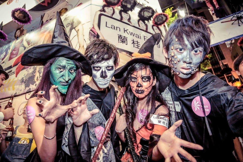 Ragazzi mascherati per Halloween a Hong Kong