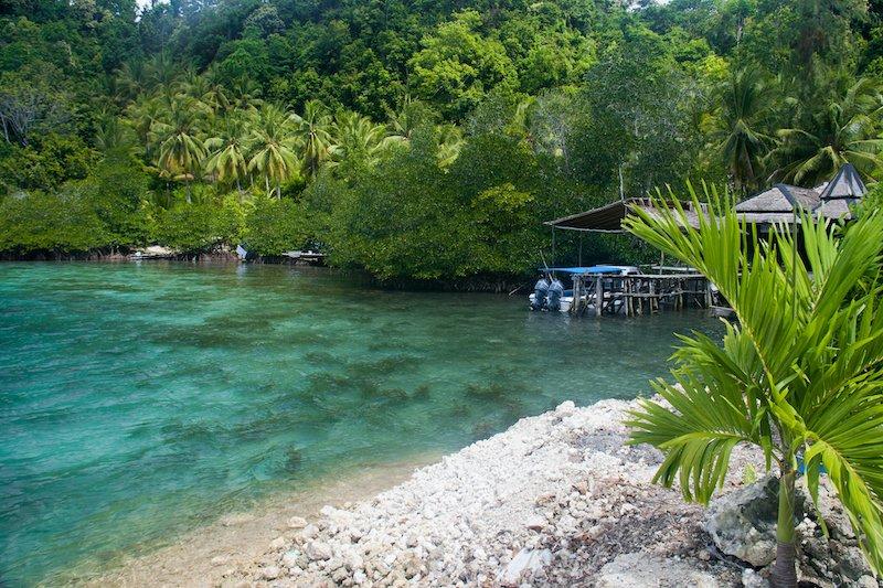 Tranquilla spiaggia delle Isole Togean nelle Sulawesi