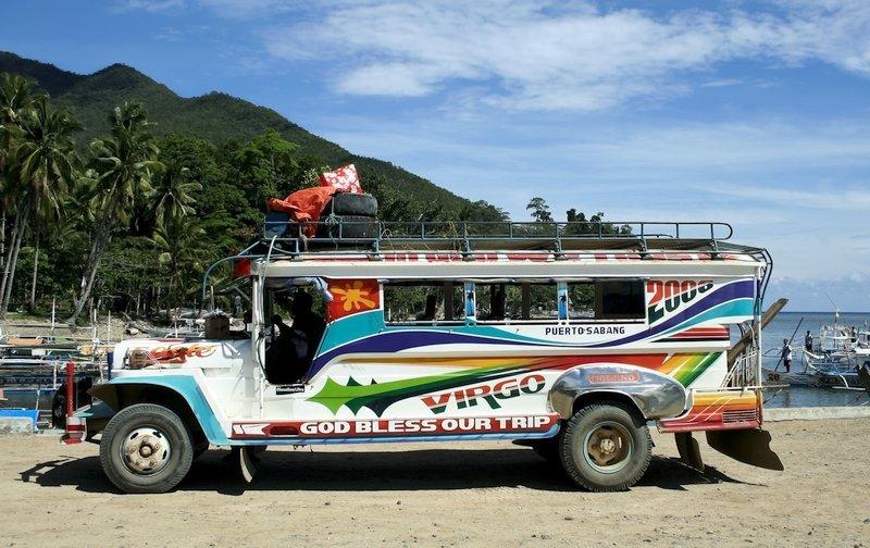 il Jeepney è uno dei mezzi di trasporto più bizzarri in Asia
