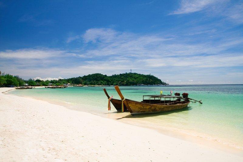 Bellissima spiaggia bianca a Koh Lipe in Thailandia