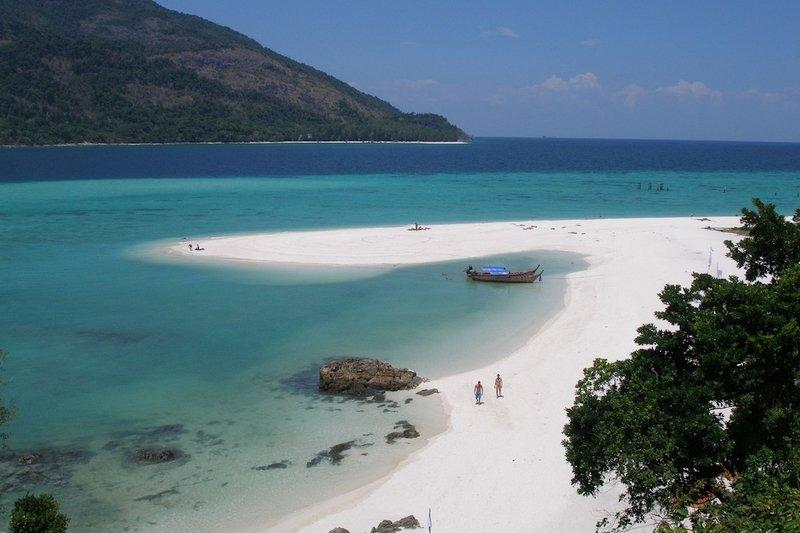 Spiaggia bianca a Koh Lipe in Thailandia