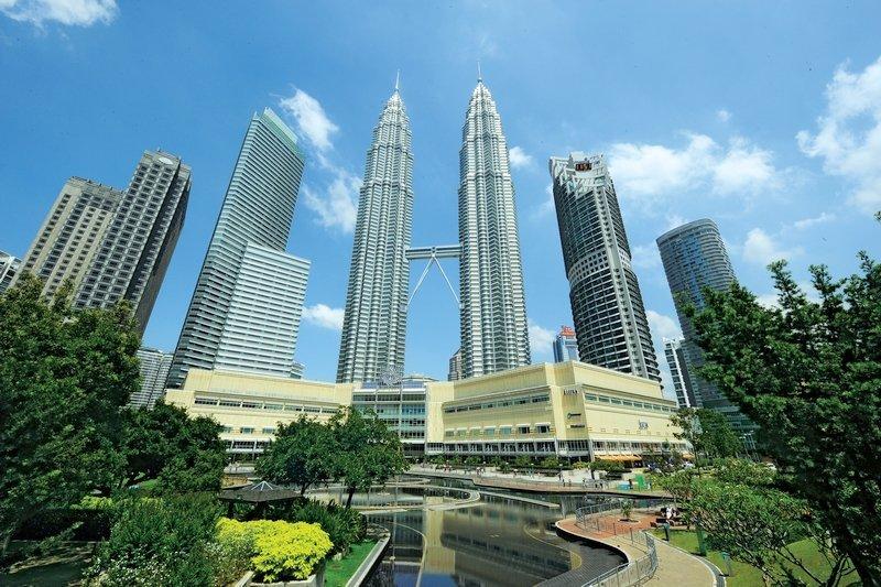 Vista panoramica delle torri Petronas di Kuala Lumpur in Malesia