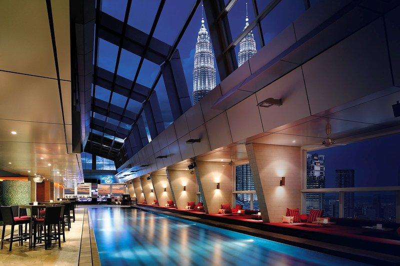 Lo Sky Bar del Traders Hotel di Kuala Lumpur in Malesia