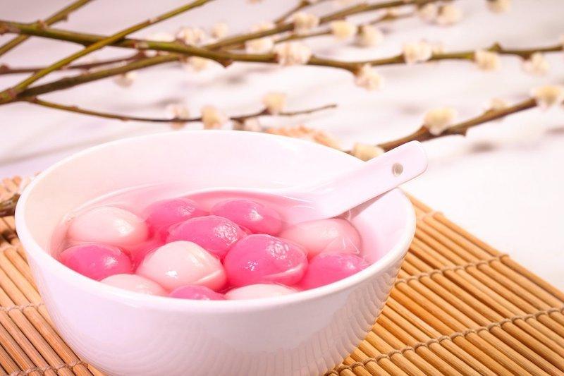 un coppa di Tang yuan, un dessert tipico di Singapore e Malesia