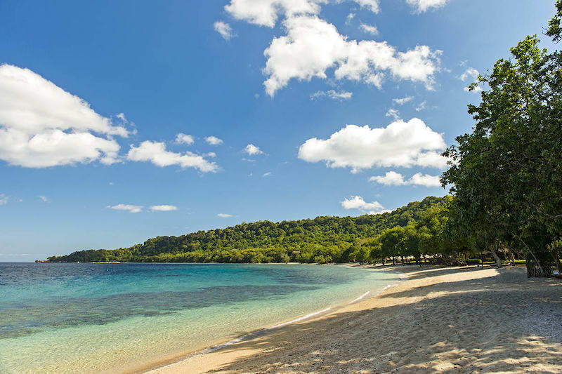 Spiaggia a Amanwana a Moyo Island Indonesia