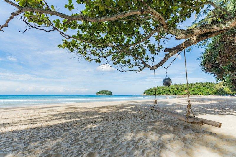 La spiaggia di Kata a Phuket è una delle spiagge più belle della Thailandia