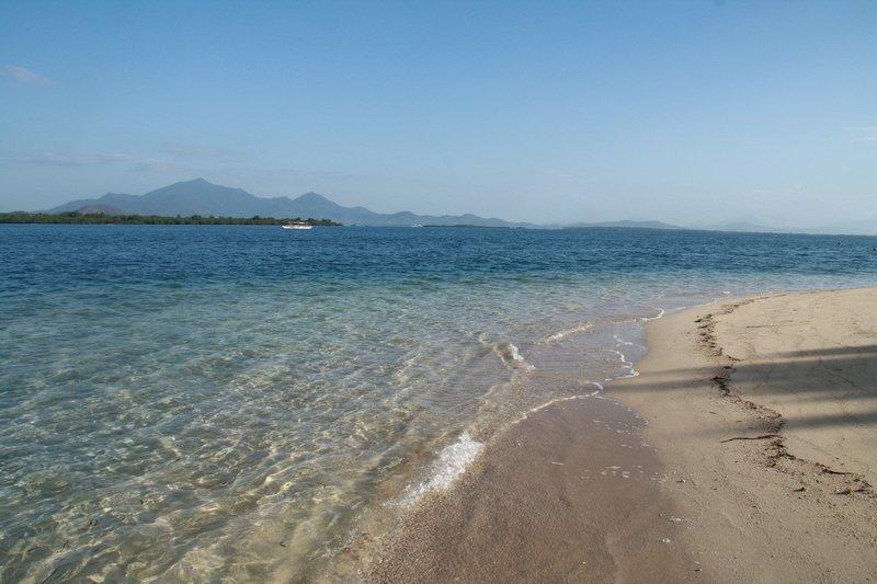 Mare trasparente di Honda Bay a Palawan