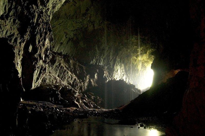 Ingresso della Deer Cave Parco Nazionale di Mulu, Sarawak, Borneo, Malesia