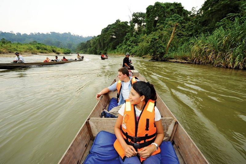Turisti che fanno Rapid Shooting a Taman Negara , Malesia