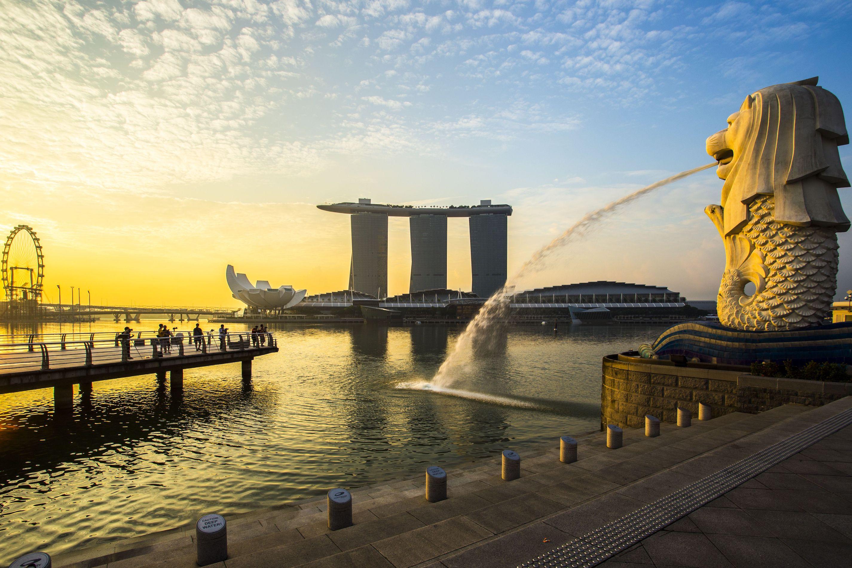 Statua del Merlion e Marina Bay a Singapore