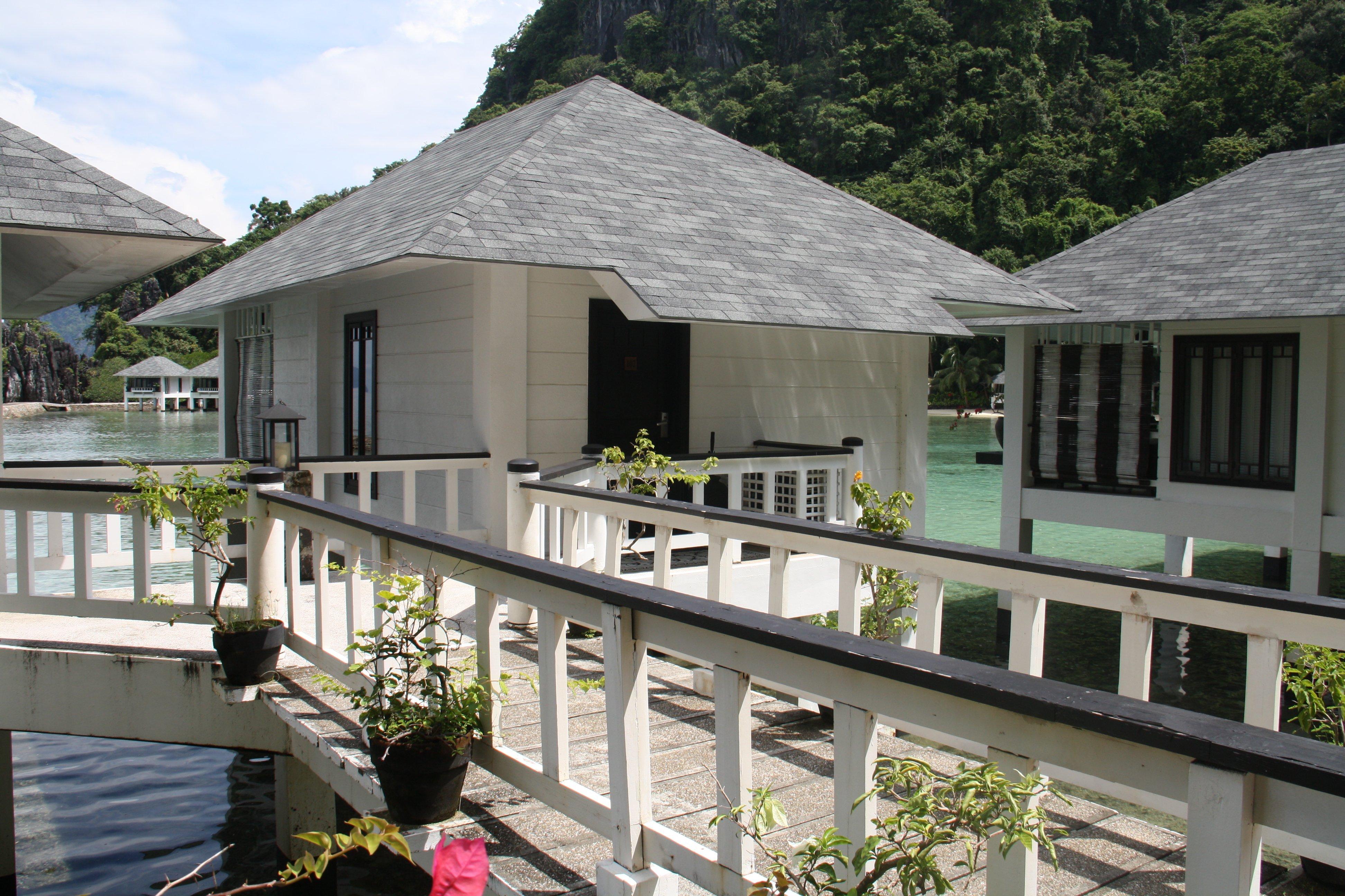 Camere su palafitte del Lagen Resort El Nido