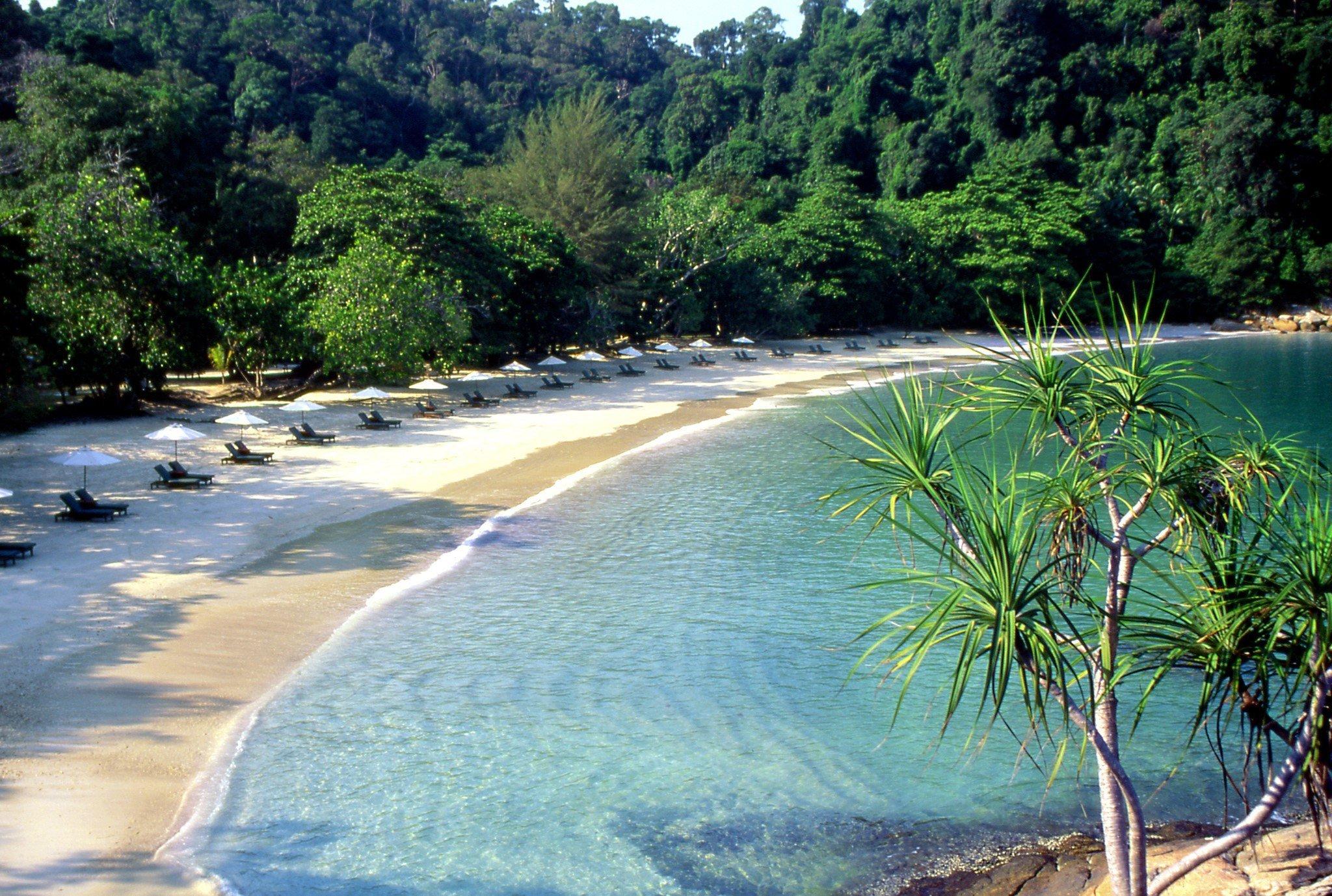 Una bellissima baia con vegetazione tropicale a Pangkor Laut, Malesia