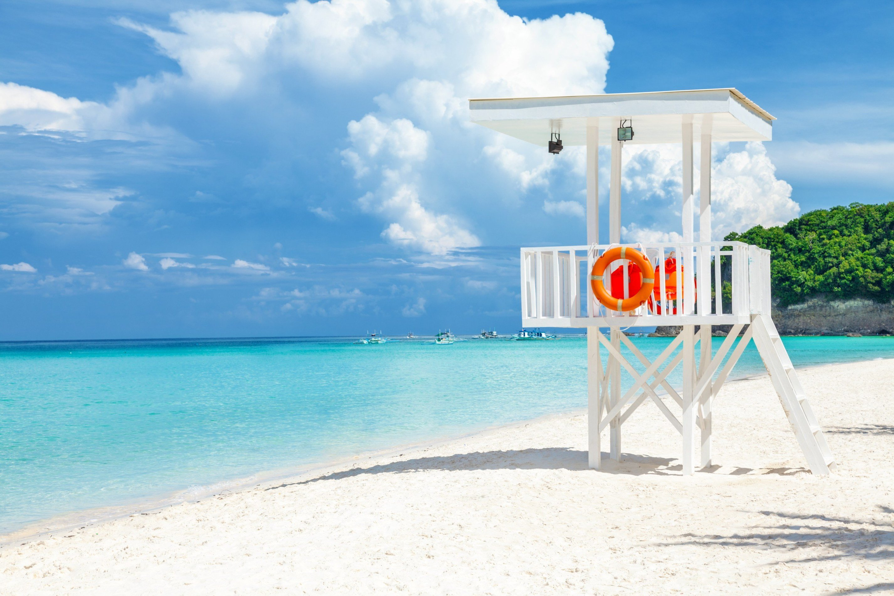 Sabbia bianca e mare turchese a Boracay
