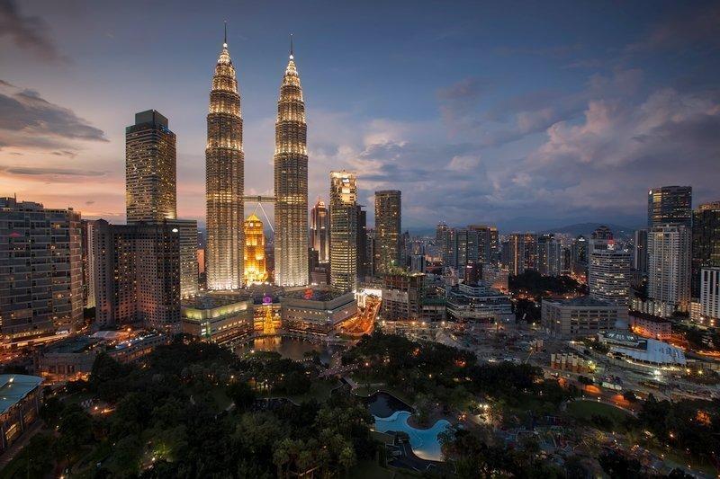Panorama notturno delle torri Petronas di Kuala Lumpur, Malesia