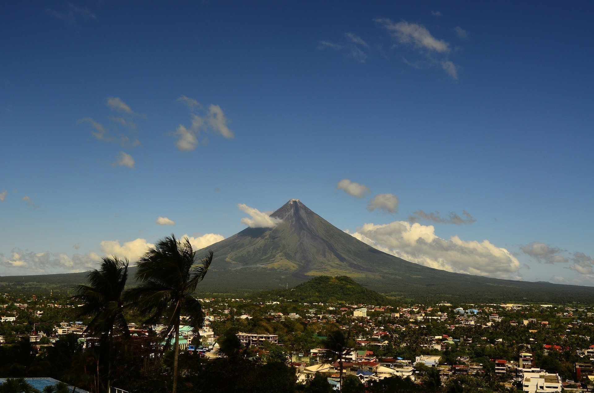 Vista panoramica del monte Mayon a Legazpi nelle Filippine