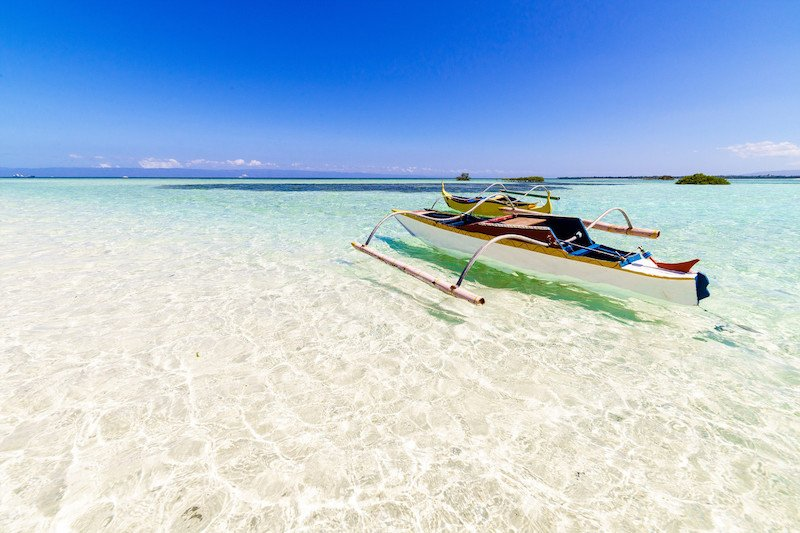 Acque cristalline che bagnano Vigin Island a Panglao, Bohol