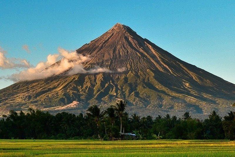 Vista panoramica del Vulcano Mayon, Filippine