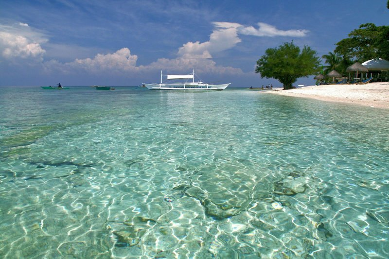 Acque cristalline dell'isola di Balicasag a Bohol