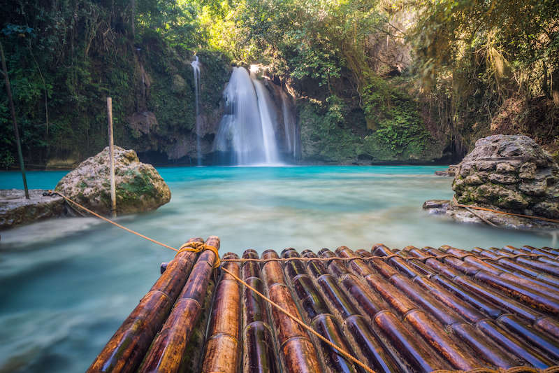 Piscina naturale delle cascate Kawasan a Cebu