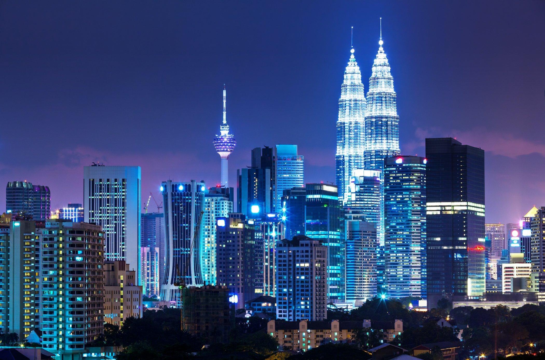 Skyline notturno della città di Kuala Lumpur, Malesia