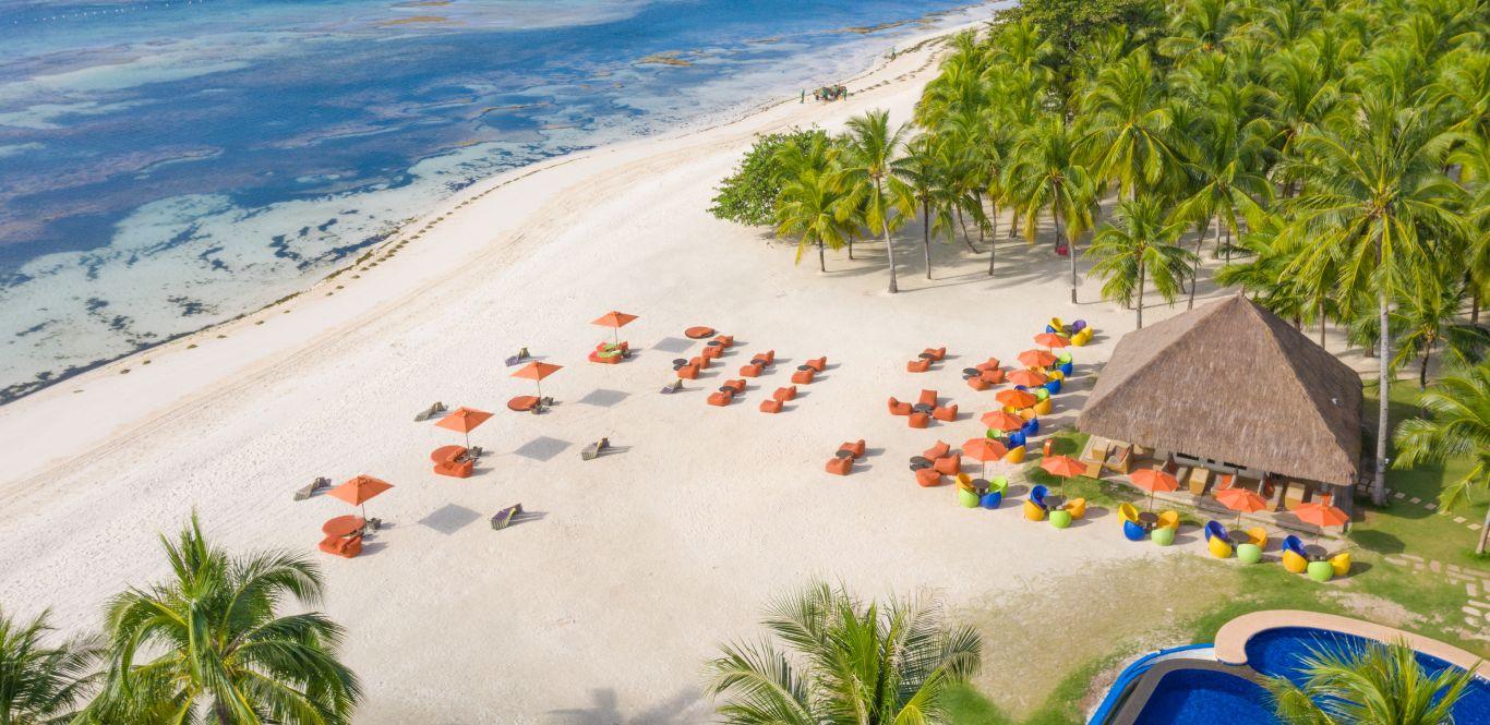 Spiaggia del South Palms Resort di Pangalo Island vista dall'alto
